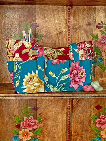 Cranberry Cocktail Patchwork Carry it All Tote