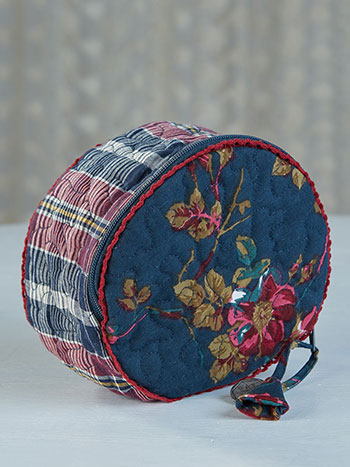 Wild Rose Round Cosmetic Bag