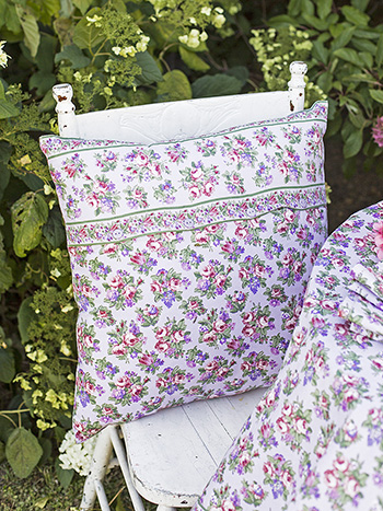 Elizabeth's Garden Cushion Cover