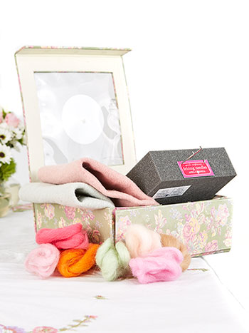 Old Fashion Rose Felting Kit