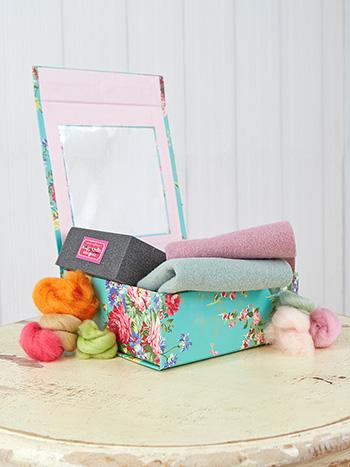 Old Fashion Rose Felting Kit