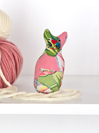 Spring Bouquet Patchwork Cat Pin Cushion