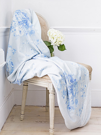 Cottage Rose Velvet Throw