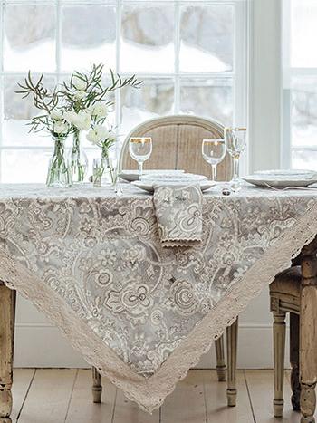Queen's Court Linen Tablecloth