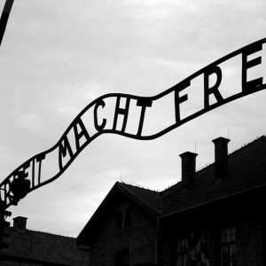 Entrance gate at Auschwitz concentration camp, June 2005 by Muu-karhu. Source: Wikimedia Commons via (CC BY-SA 3.0)