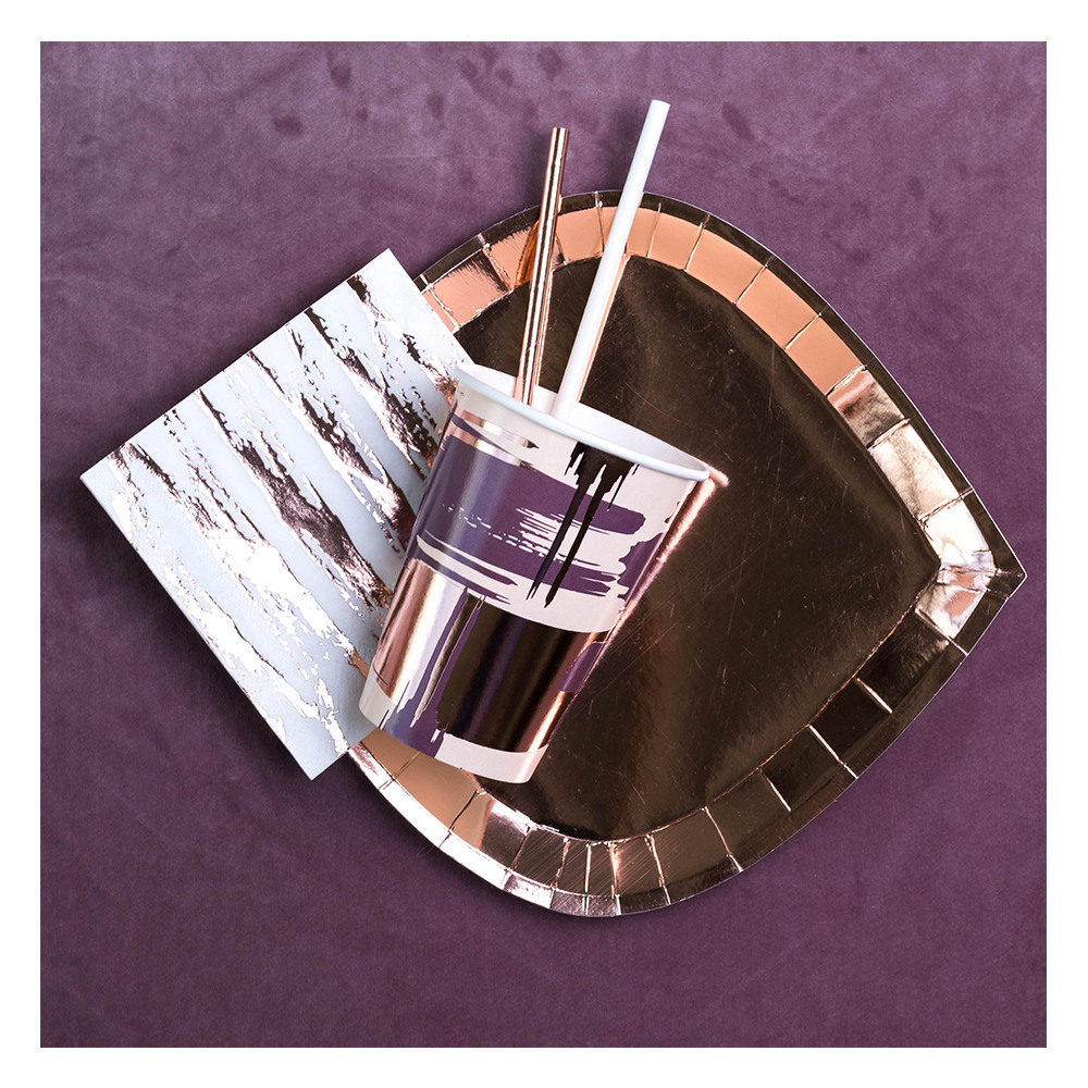 Plum Paper Cup Lifestyle