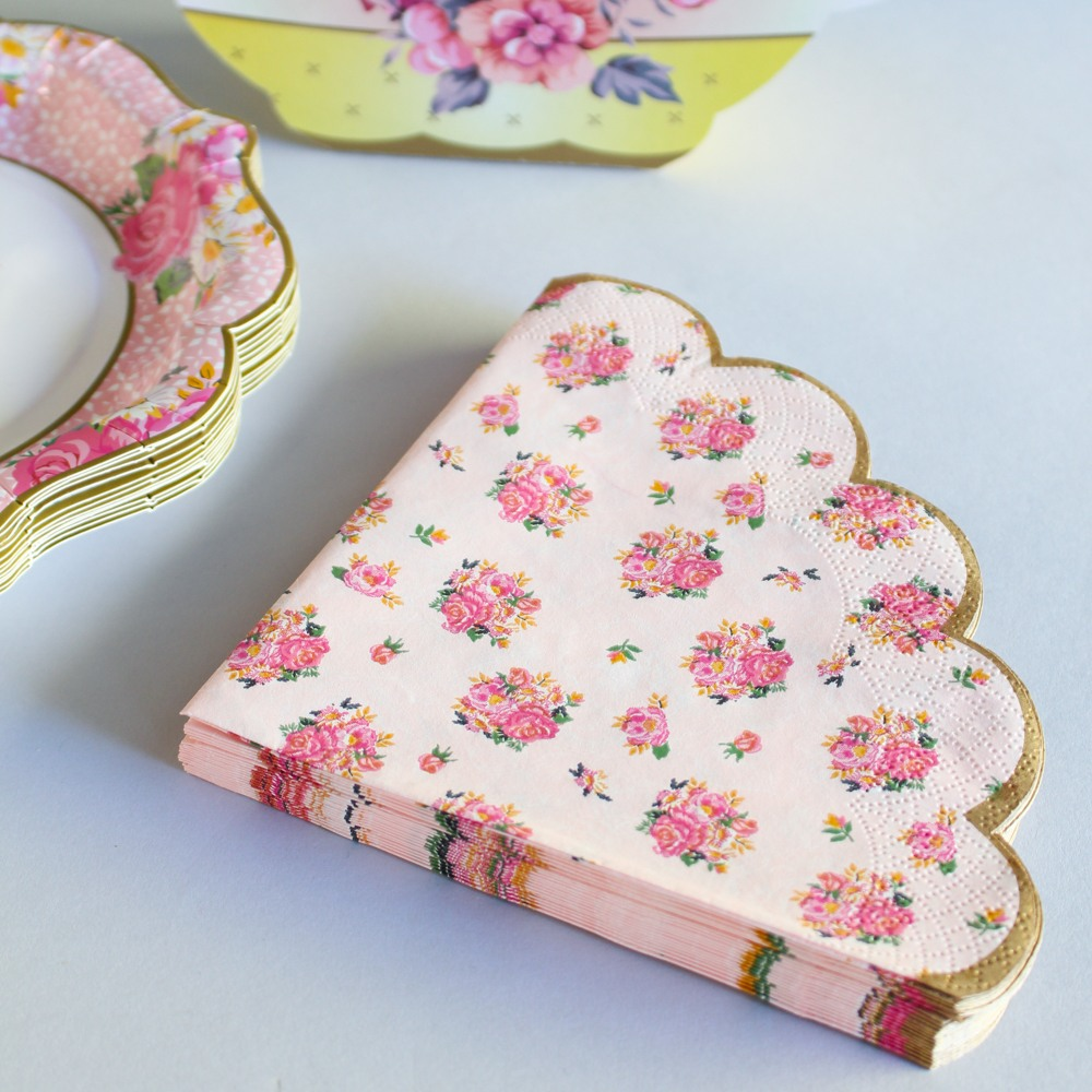 Pink Scalloped Edge Napkins 8846