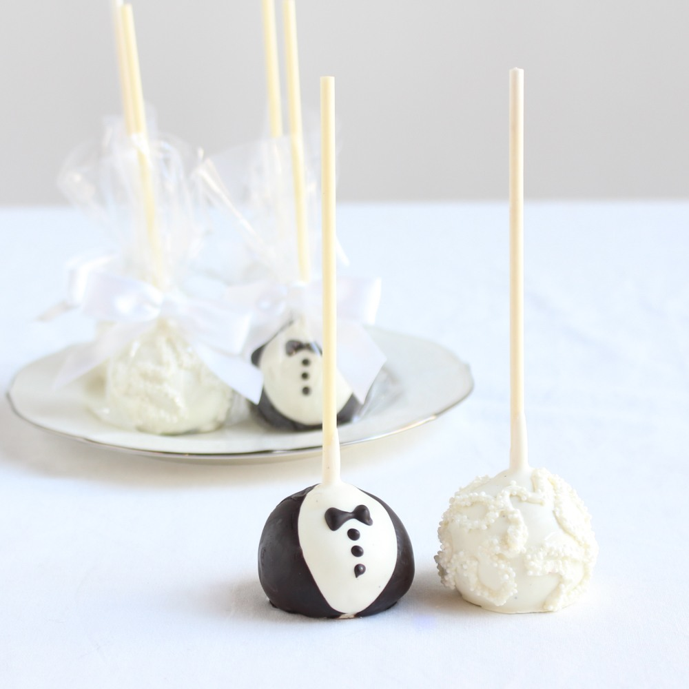 Custom Bride & Groom Cake Pops 9904