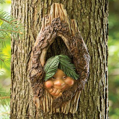 Elf Knothole Tree Hanger