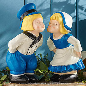 Kissing Dutch Couple Statue