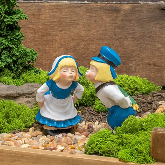 Miniature Kissing Dutch Couple Statues