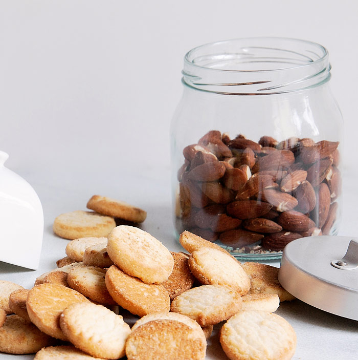 almond shortbread cookies with whole almonds