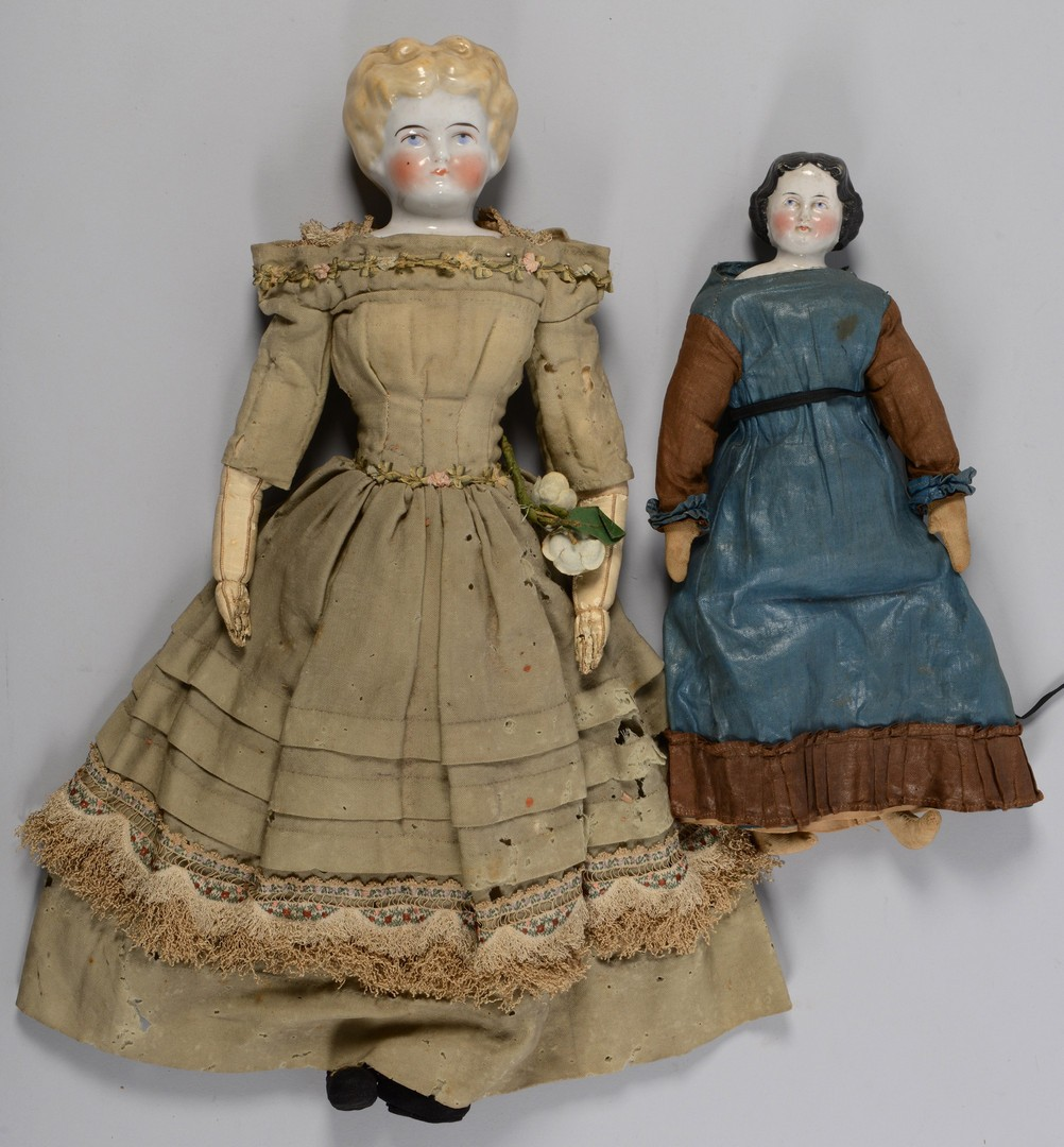 Lot 846: 6 Victorian Dolls & 2 Articles of Doll Furniture
