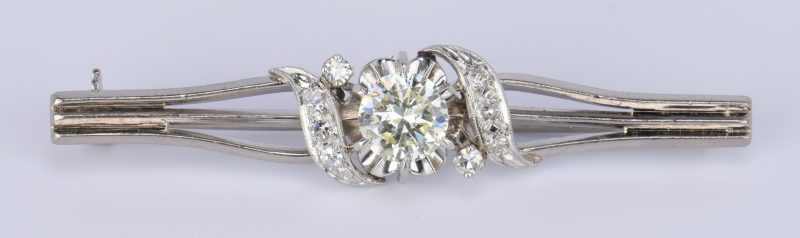 Lot 418: 18K Vintage 1 ct. Diamond Collar Pin