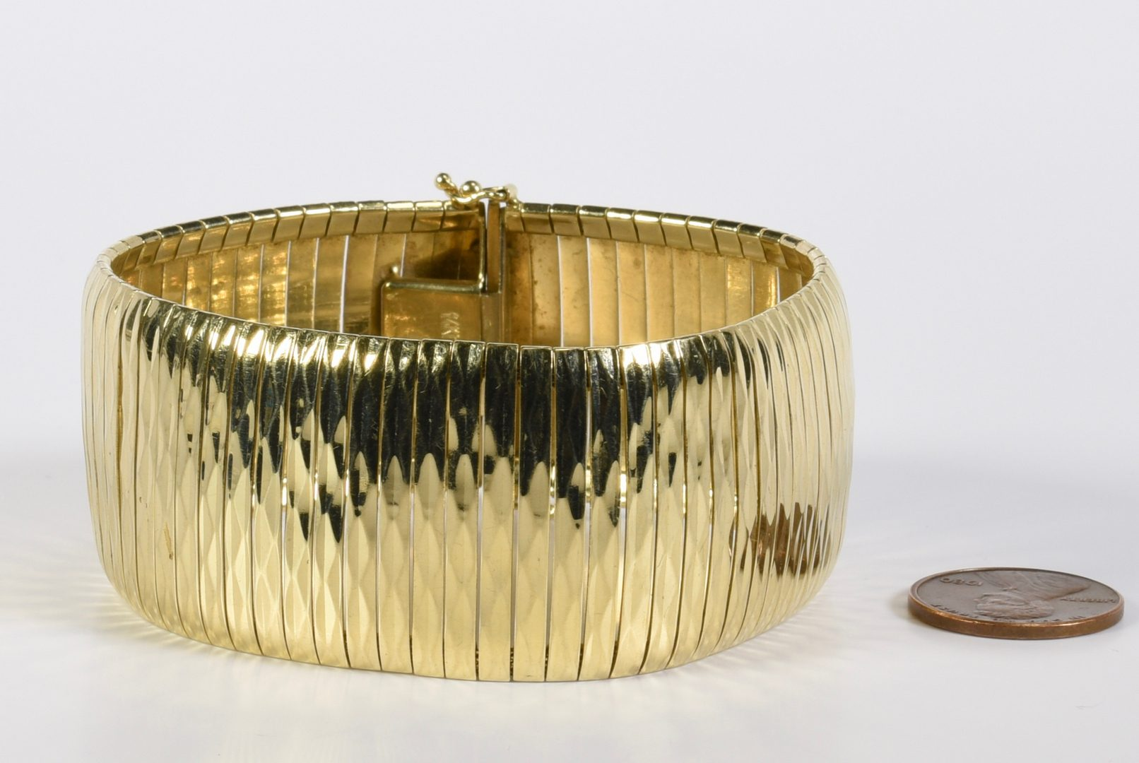 Lot 779: 14K Italian Fashion Bracelet