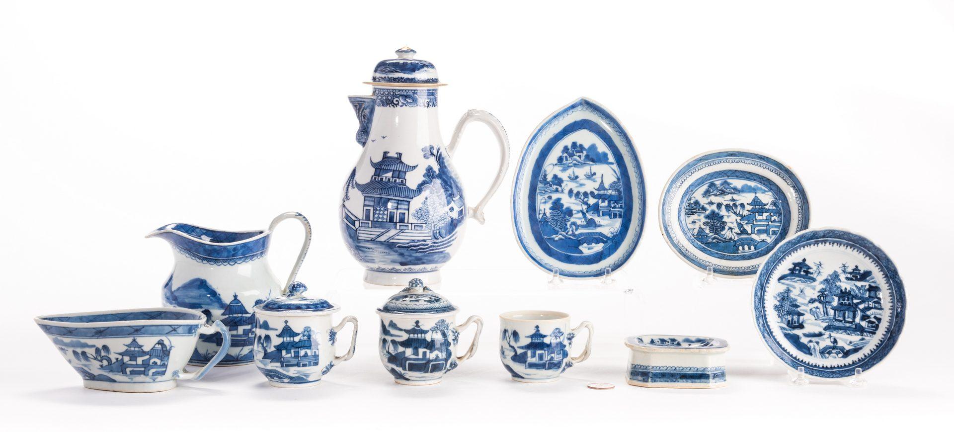 Lot 312: Chinese Export Porcelain, 12 pcs inc. coffeepot