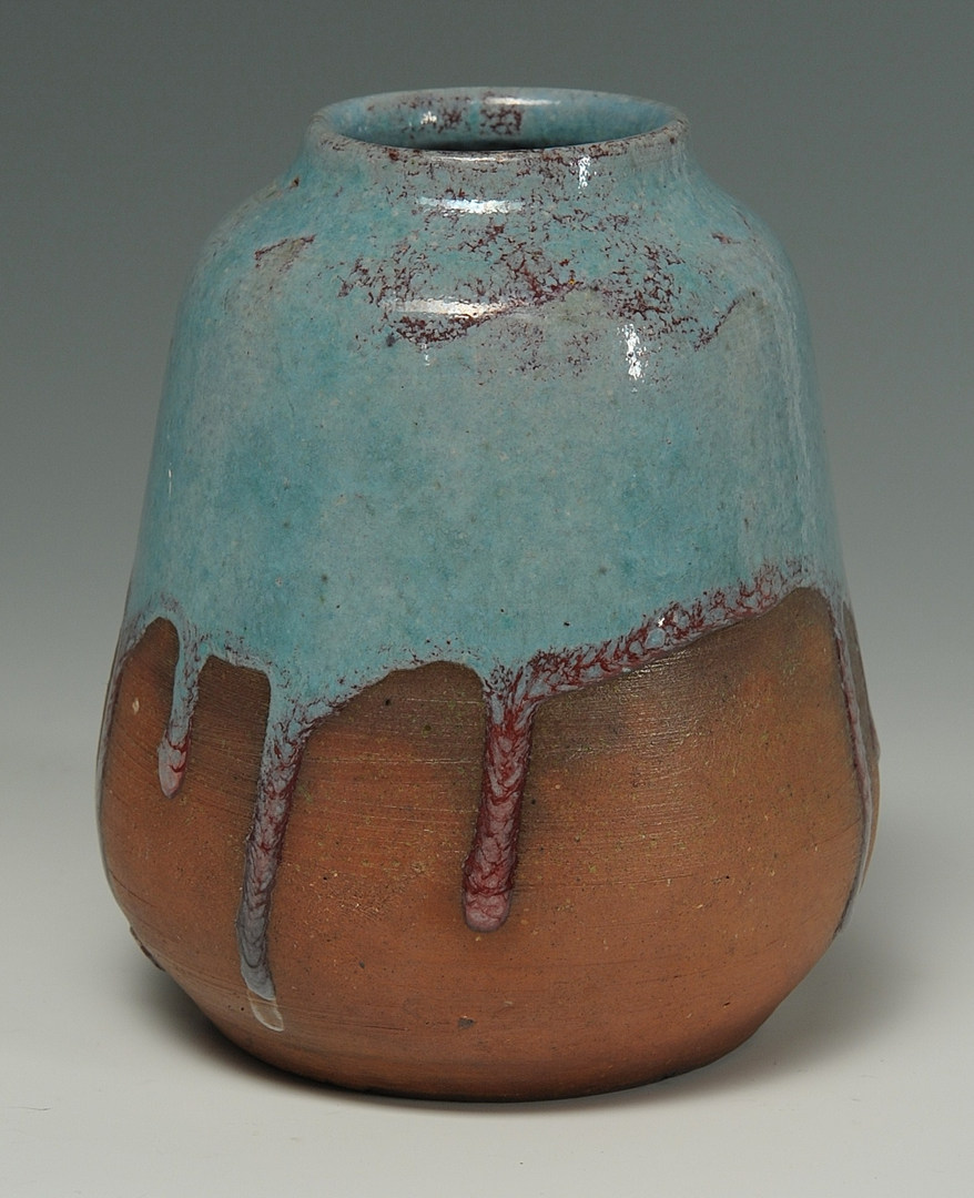 Lot 134: Early Jugtown pottery vase