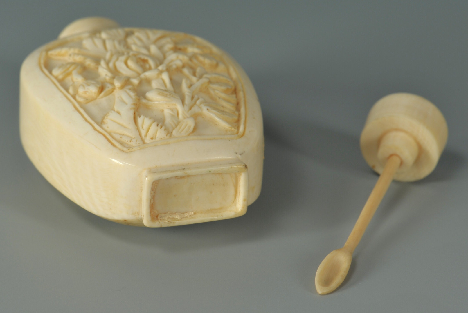 Lot 184: Chinese Carved Ivory Snuff Bottle w/ Cranes