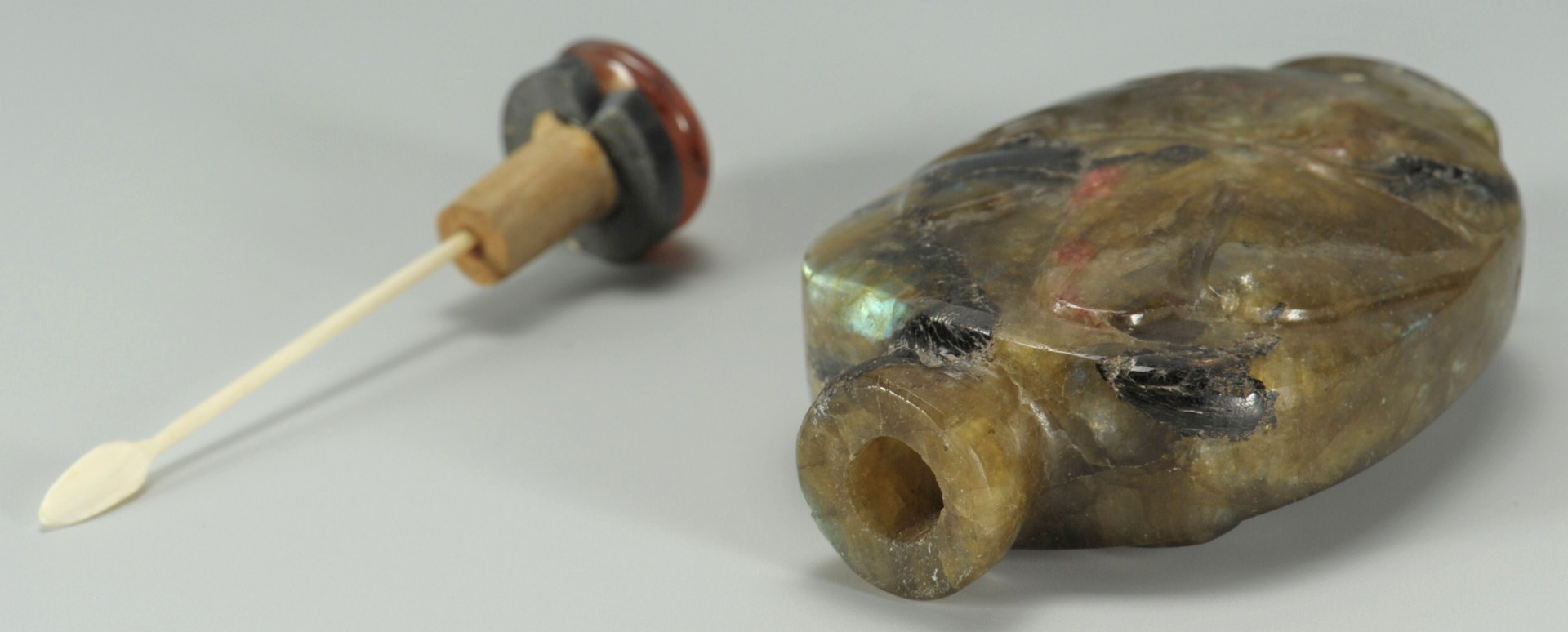 Lot 185: Chinese Carved Hardstone Snuff Bottle
