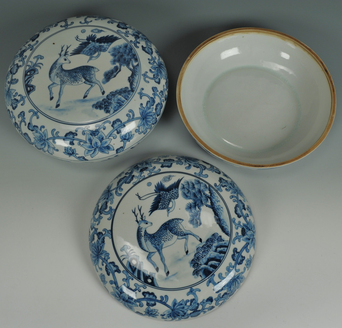 Lot 199: Pair of Chinese Blue & White Covered Bowls
