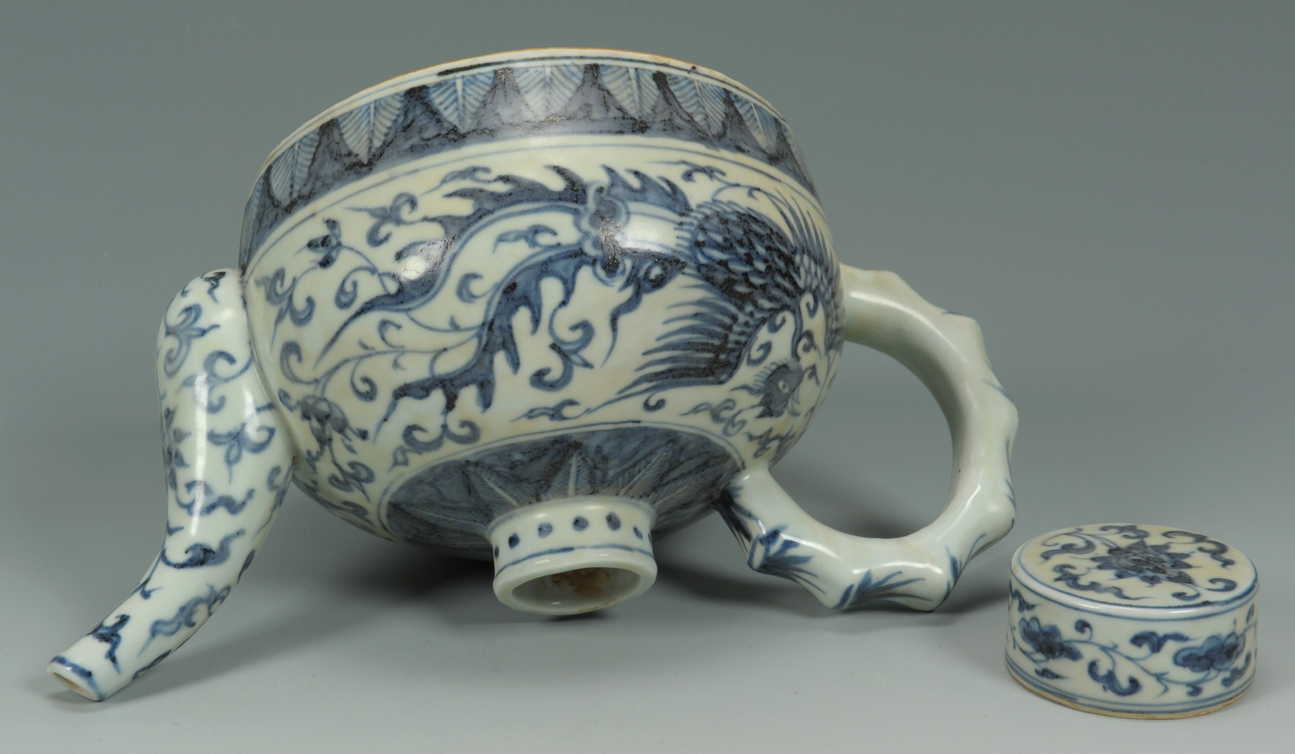 Lot 207: Chinese Export Blue and White Tea Pot