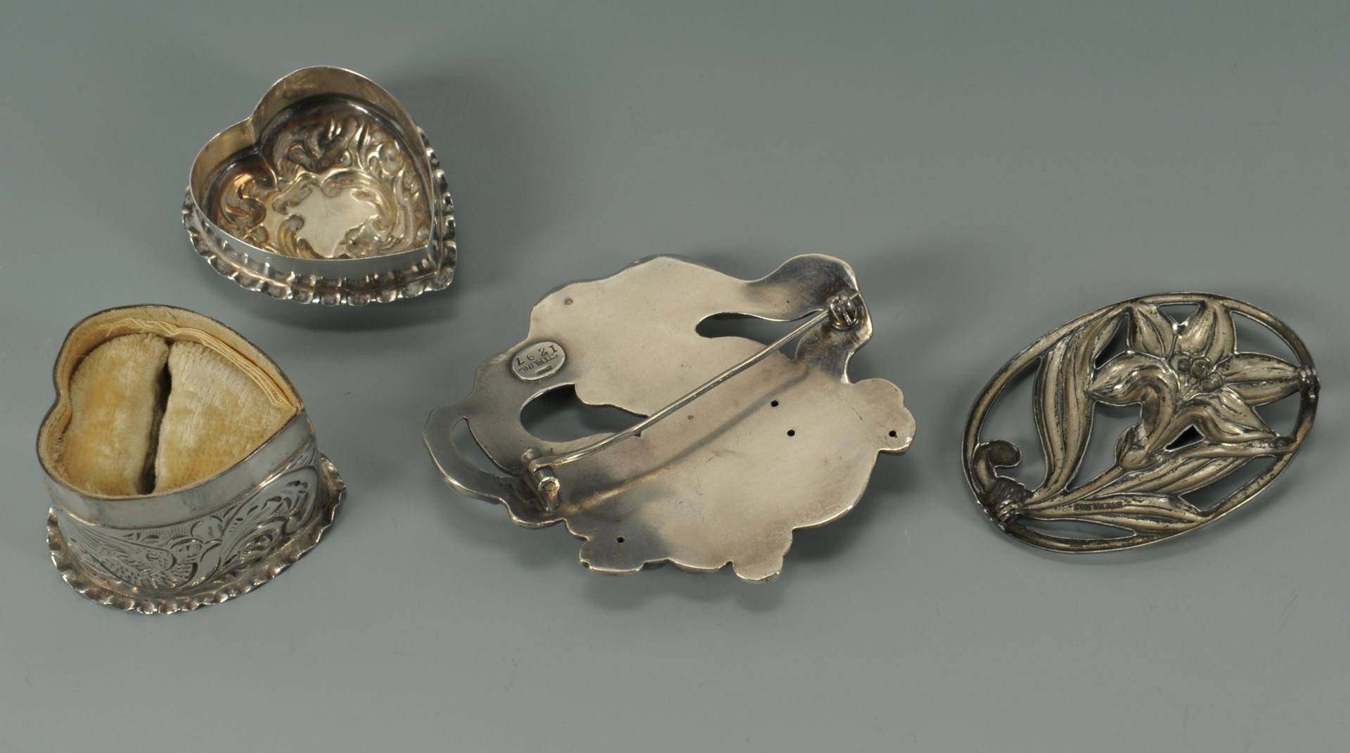 Lot 244: Lot of sterling silver ladies items, 7 pcs