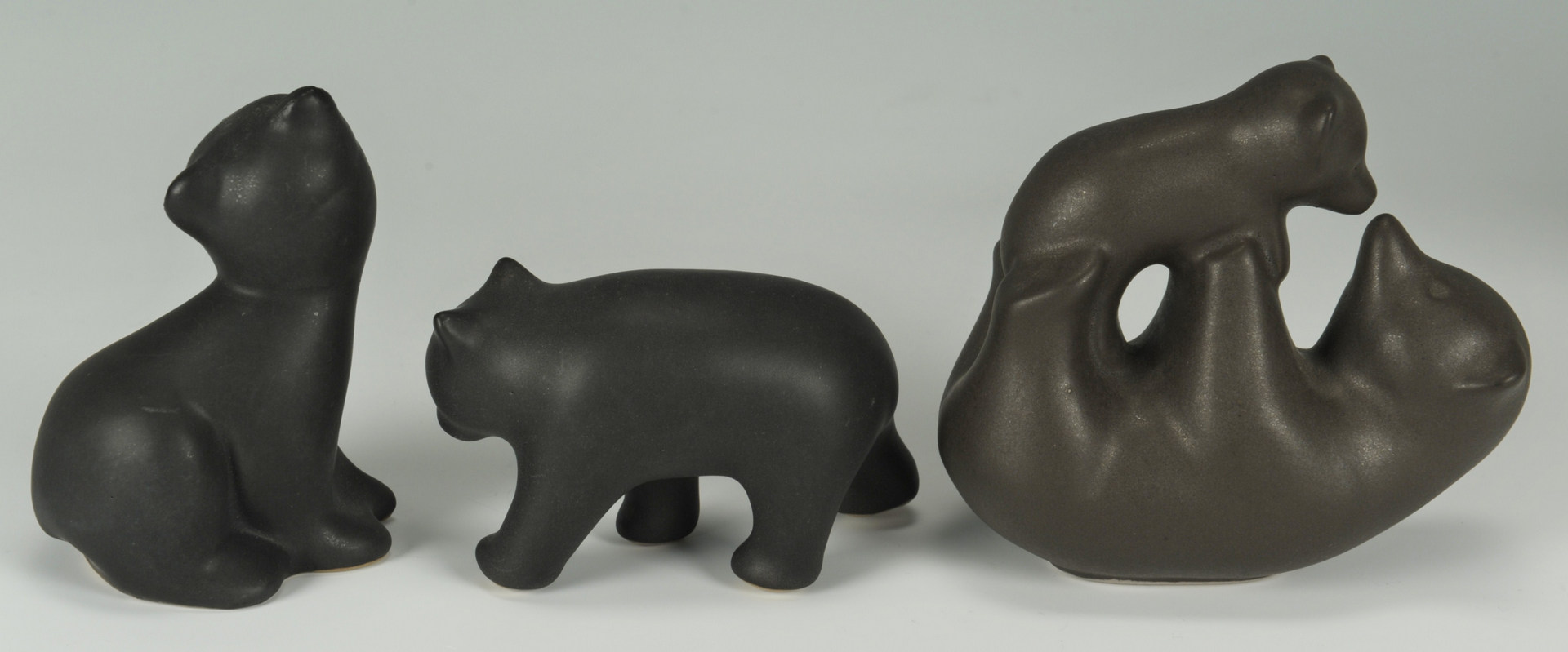 Lot 308: Grouping Pigeon Forge, TN Pottery Bears, 7 items