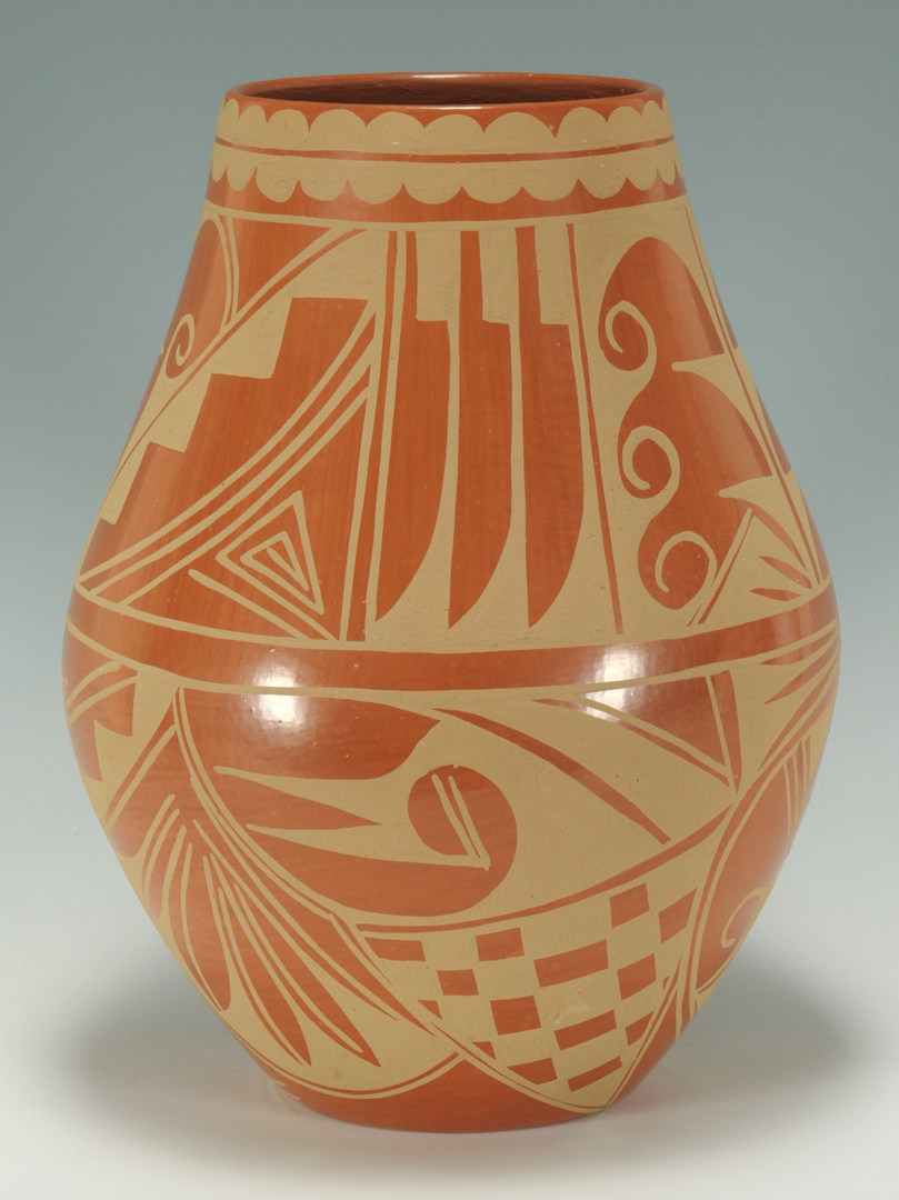 Lot 397: Large San Ildefonso jar, Cynthia Starflower