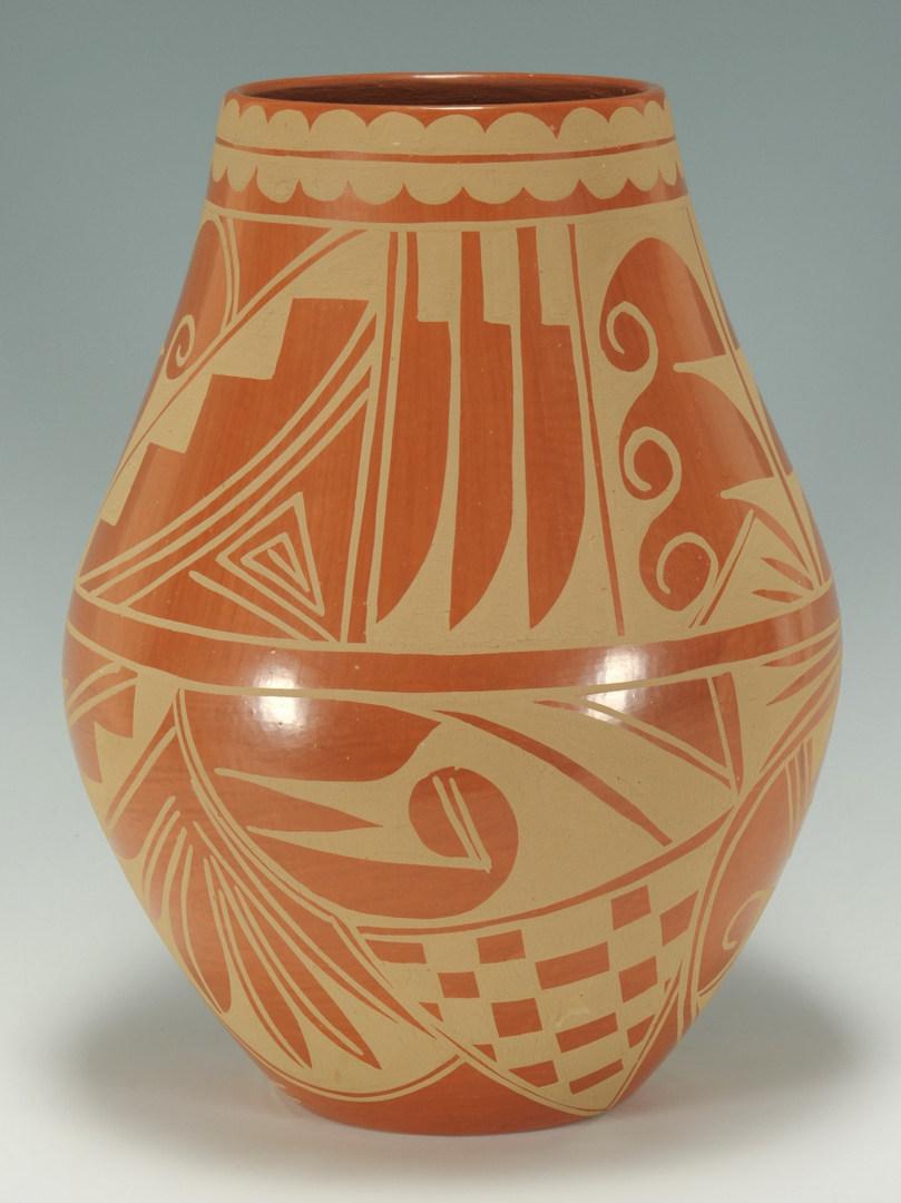 Lot 397: Large San Ildefonso jar, Cynthia Starflower