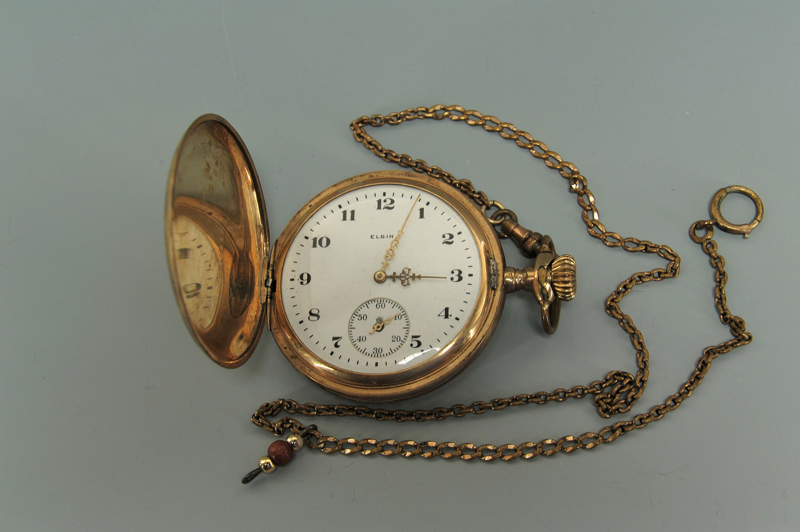 Lot 415: Four pocket watches and a knife