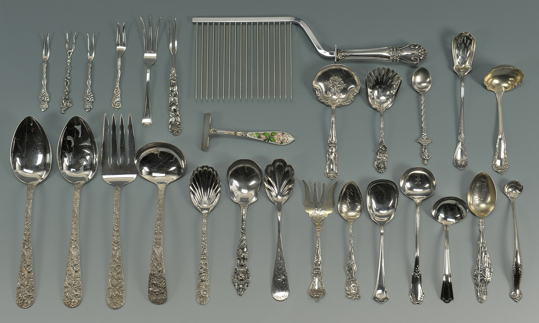 Lot 418: 27 pieces assorted early 20th c. flatware