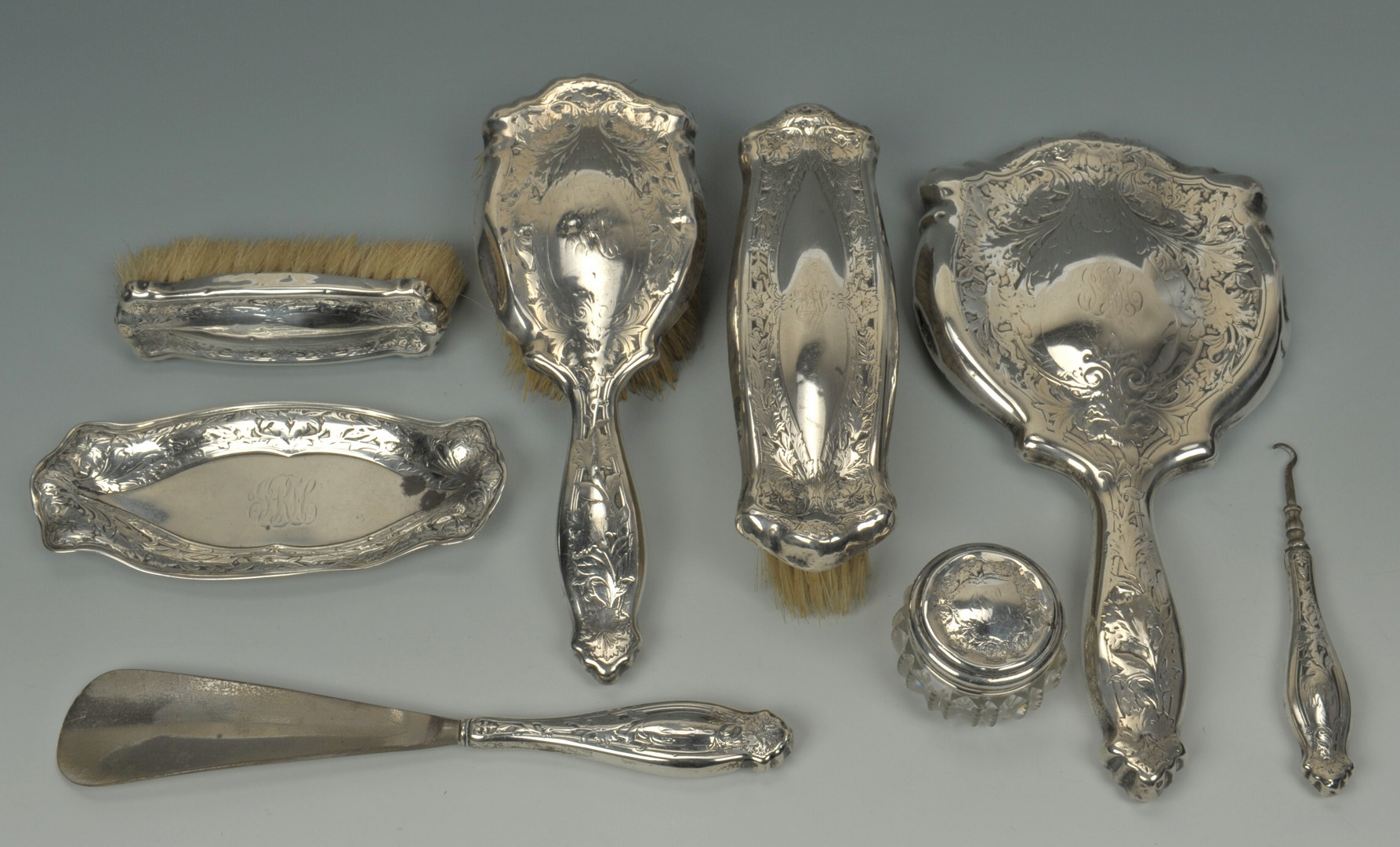 Lot 429: Assorted silver vanity items, 14 pieces