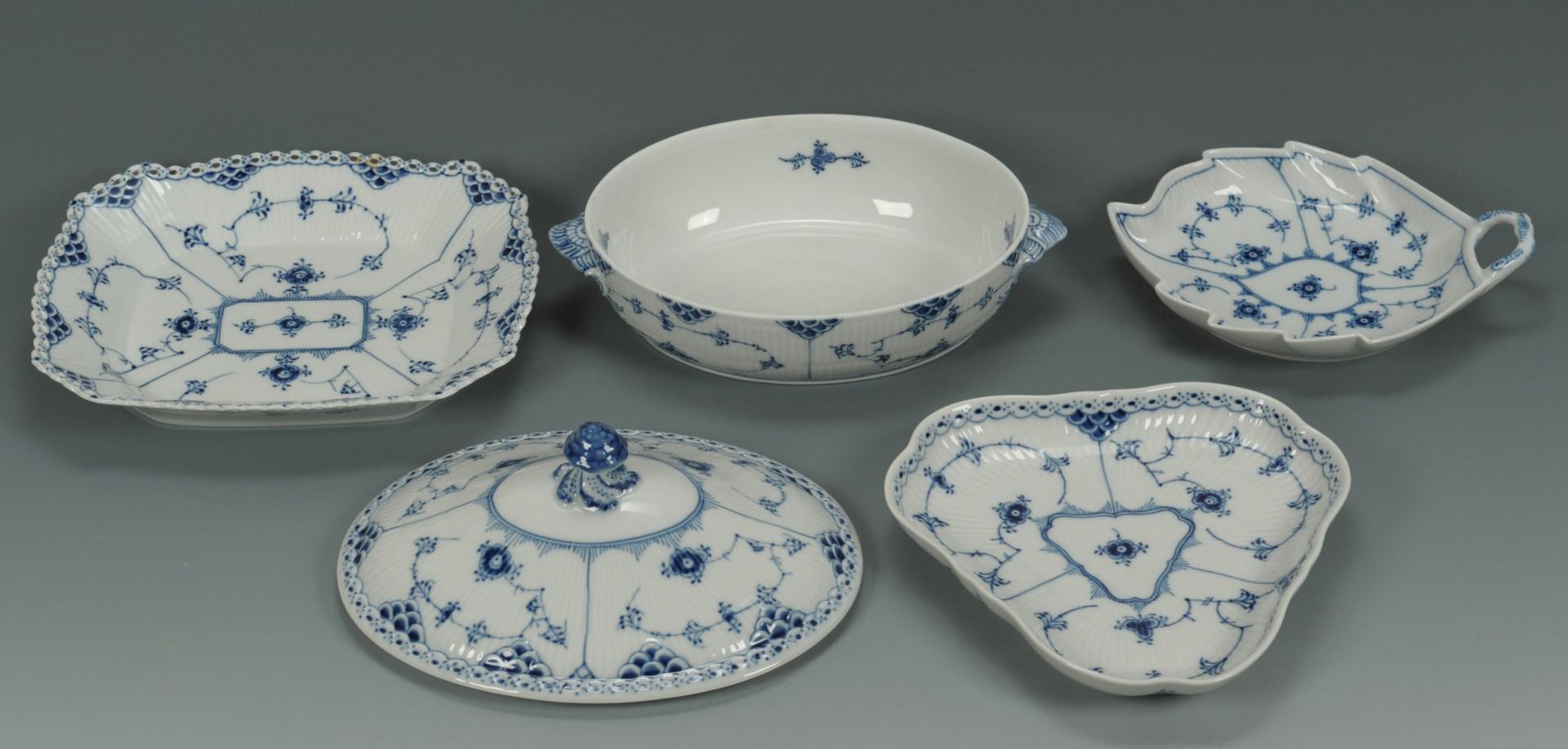 Lot 445: Royal Copenhagen Blue/White Porcelain, 25 pcs.