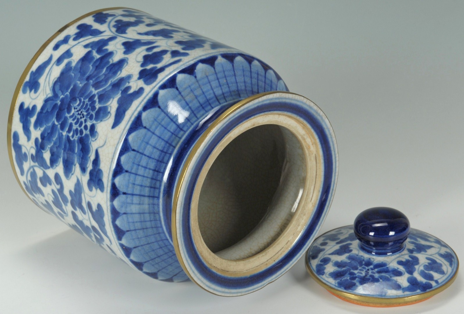 Lot 480: Chinese Covered Jar and Diamond shaped tray