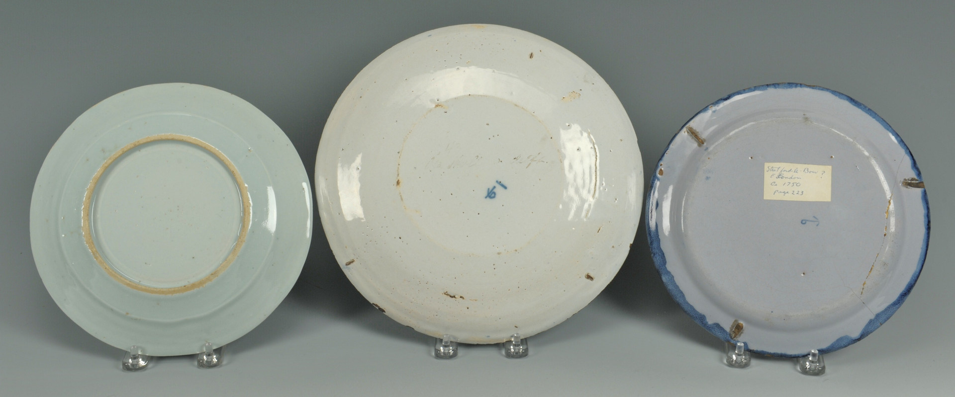 Lot 484: 5 Blue & White Pottery Items
