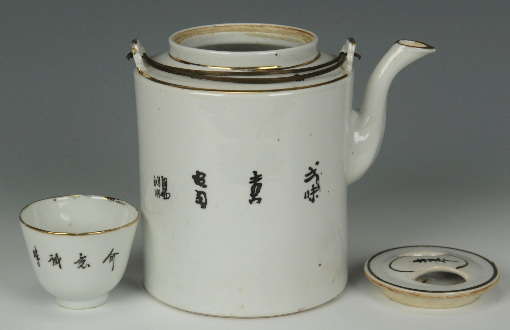Lot 486: Chinese Cased Tea Set & Porcelain Hat Stand