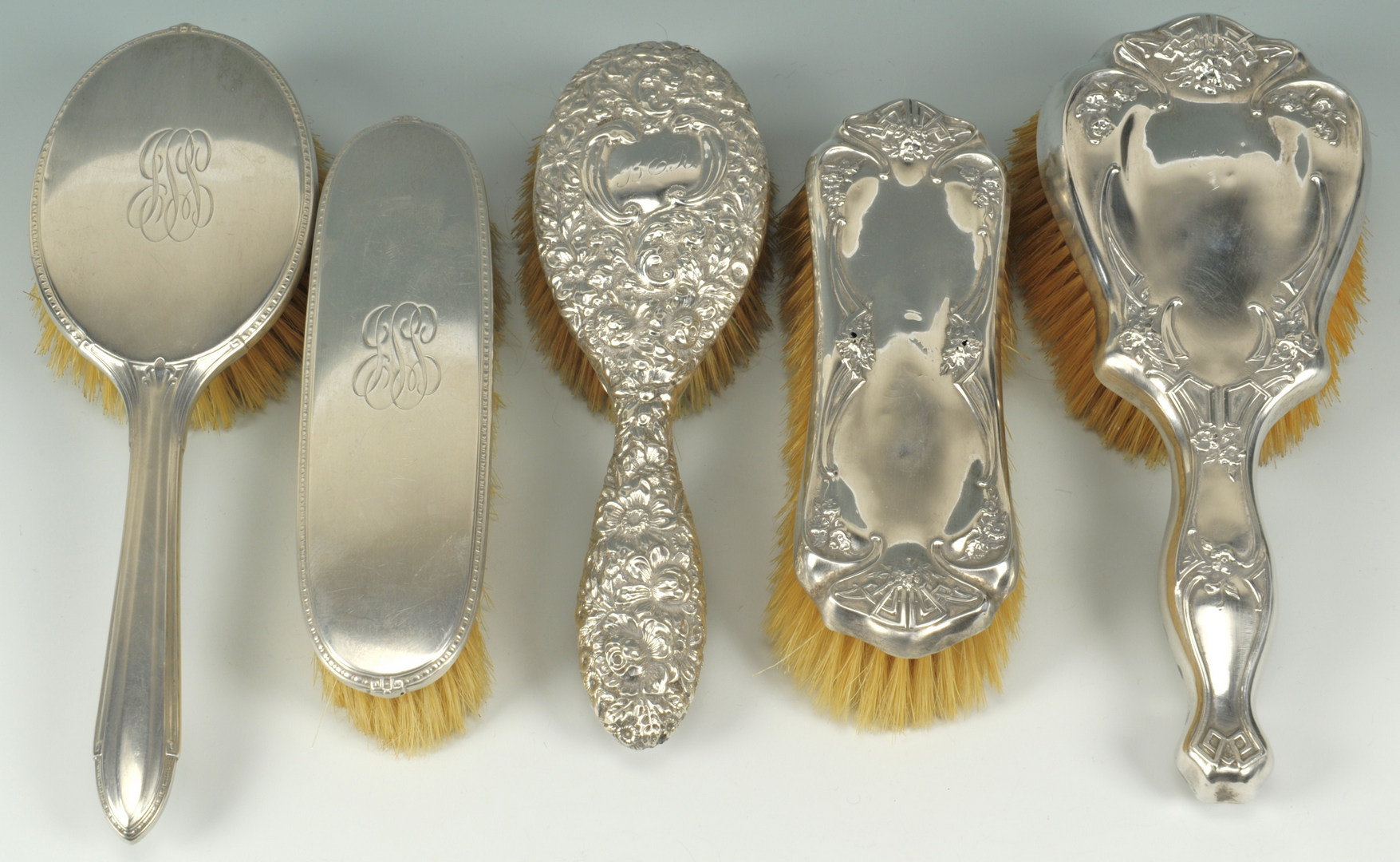 Lot 501: Silver brushes and mirrors, 7 pcs