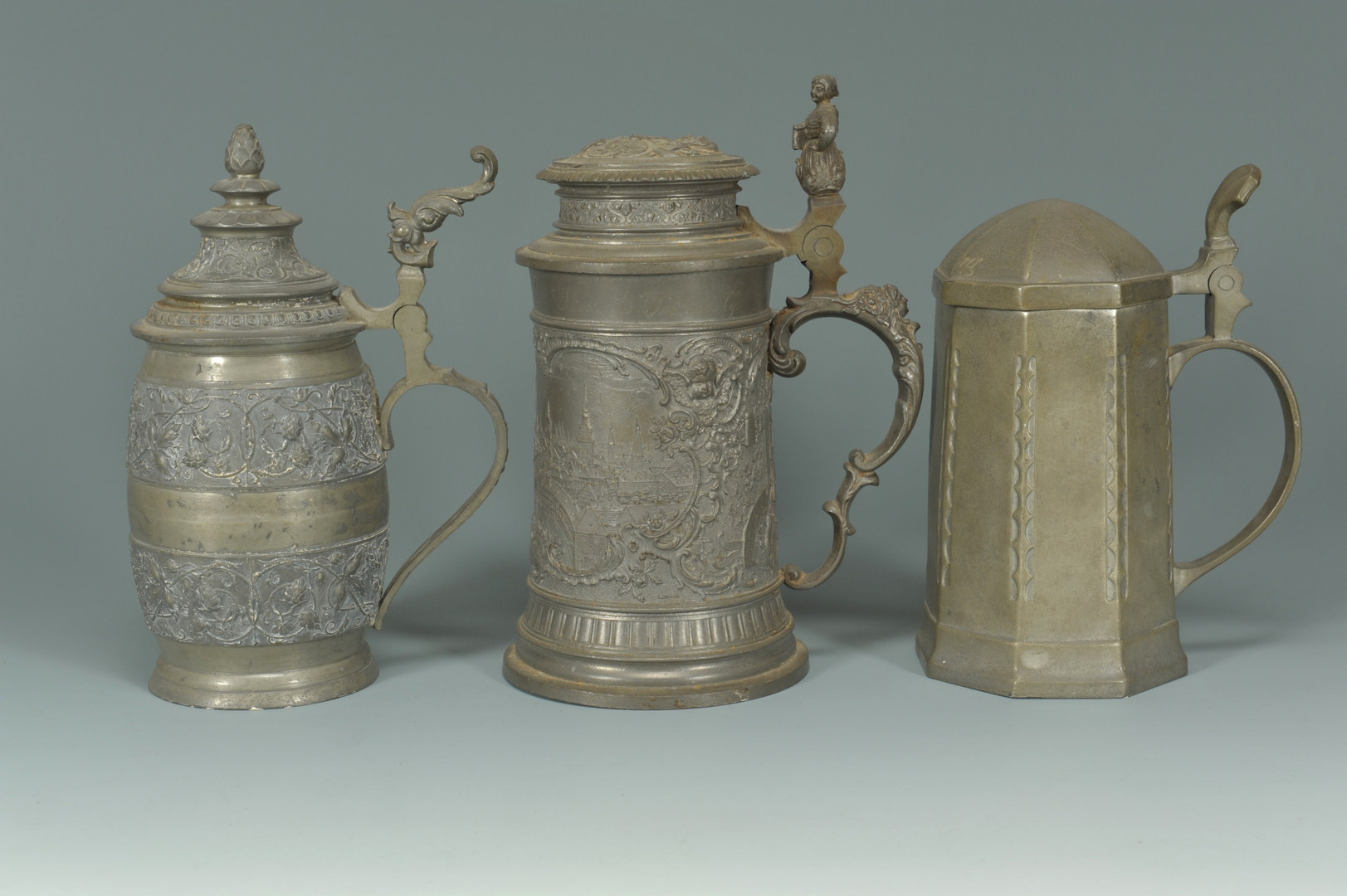 Lot 524: Lot of assorted metalware, mostly pewter, 11 pcs