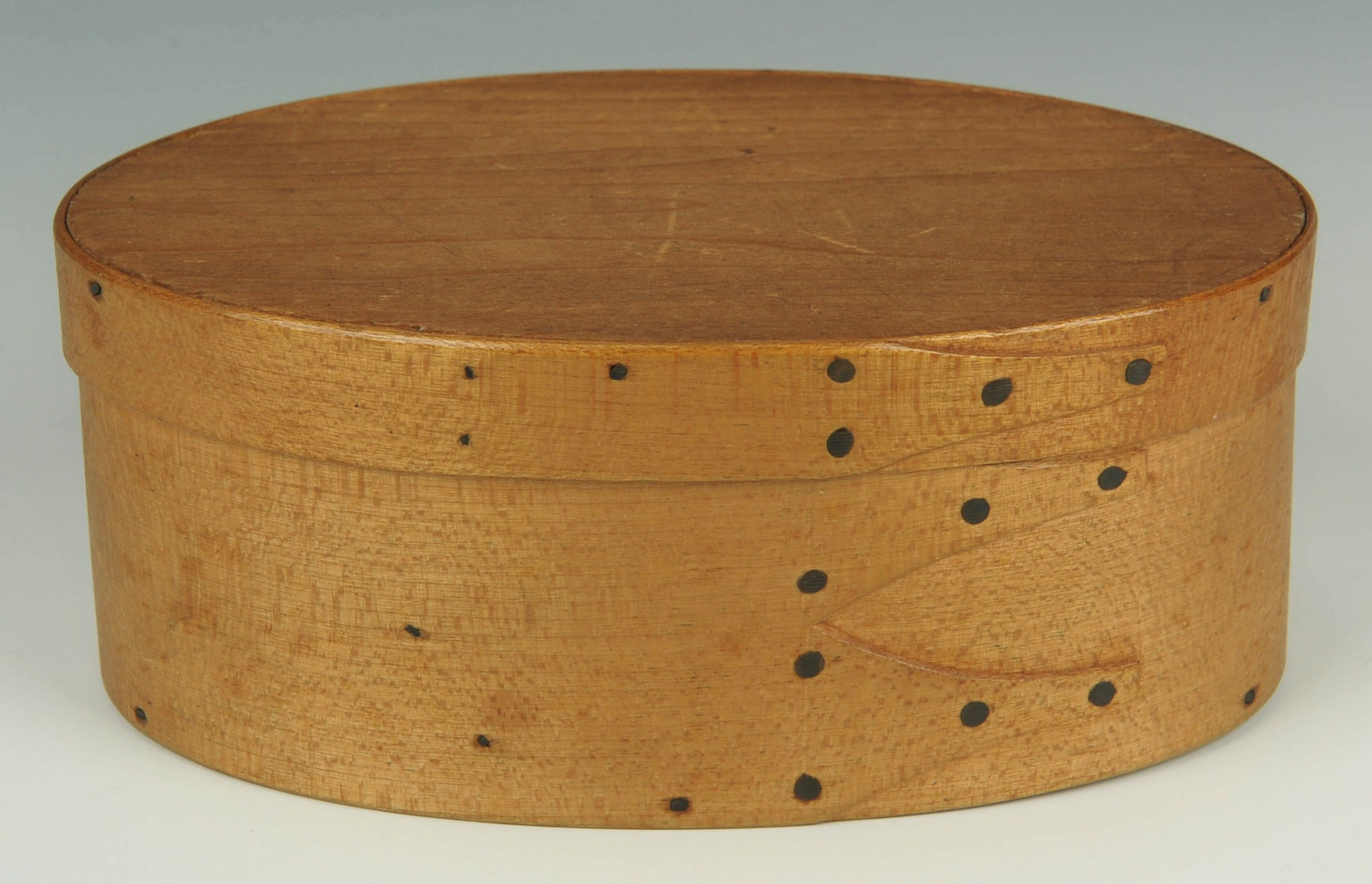 Lot 97: Early Shaker Oval Box