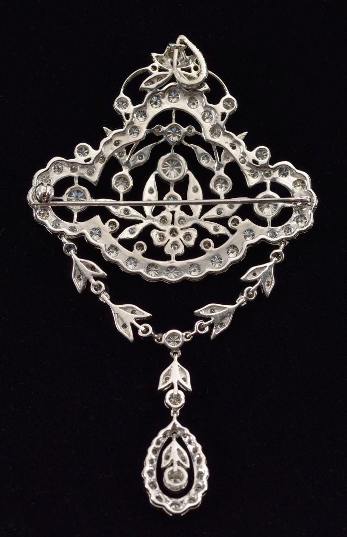 Lot 112: 18KT white gold brooch/pendant, 120 diamonds
