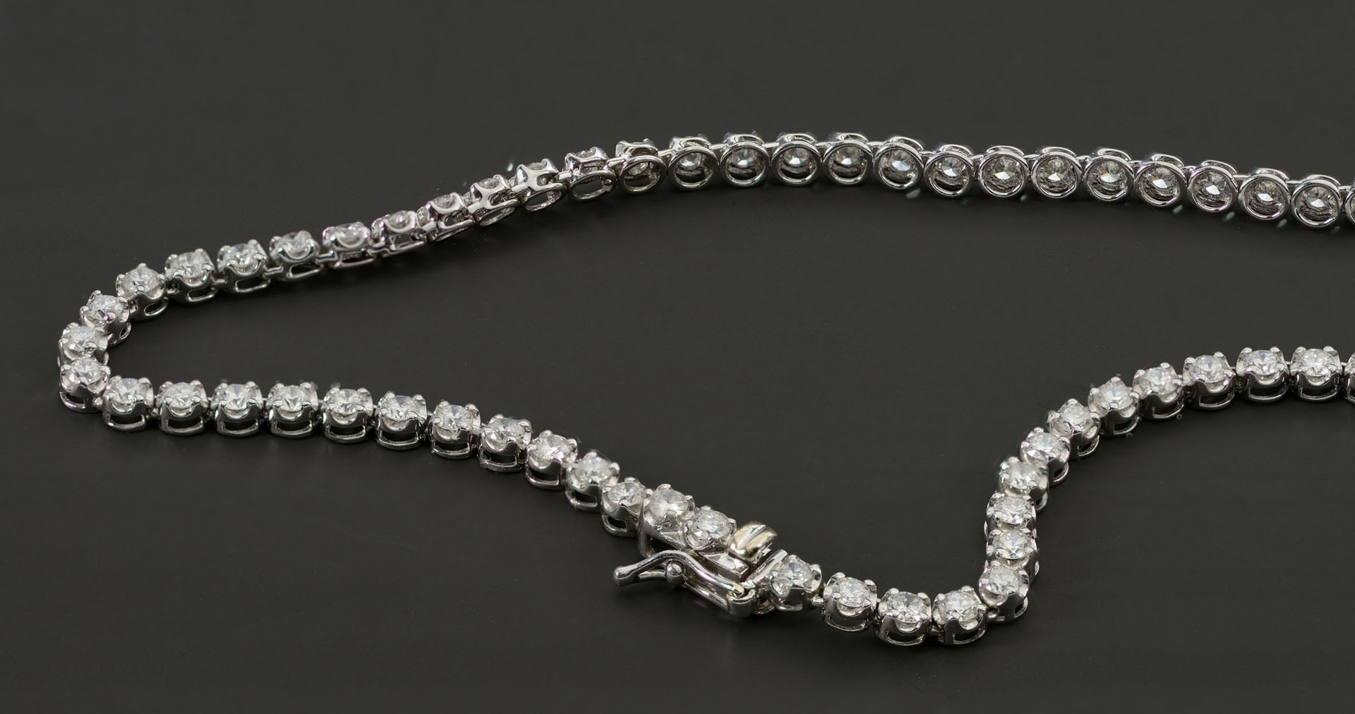 18KT white gold and diamond necklace, 134 diamonds