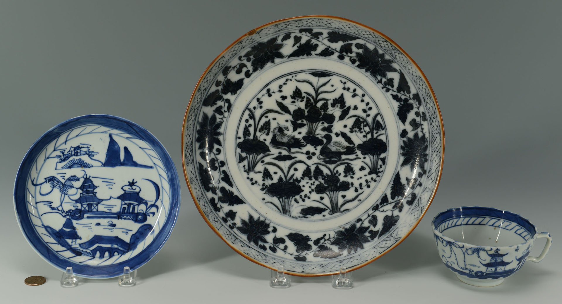 Grouping of 3 Chinese Porcelain Items