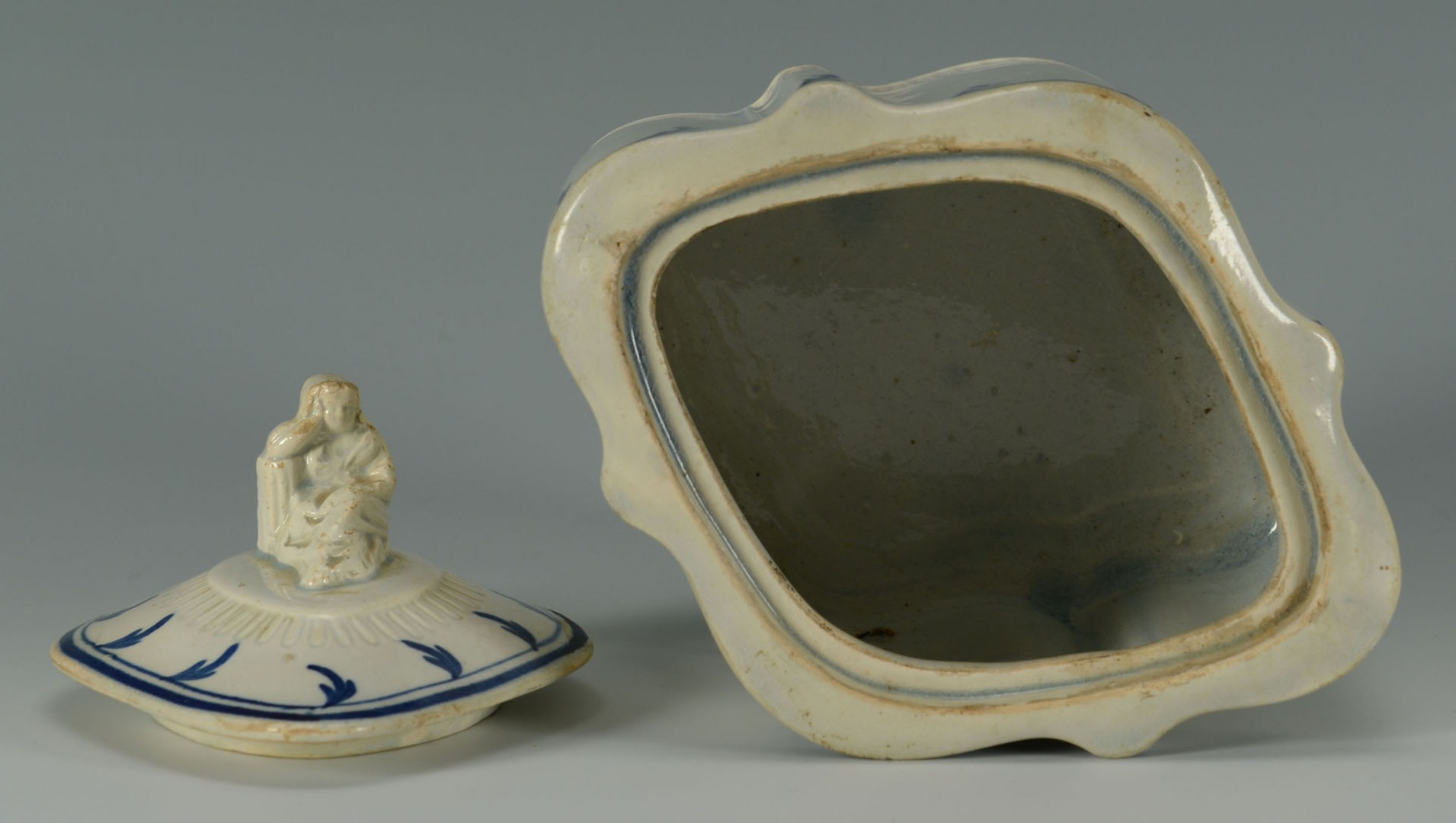 Lot 265: Early English porcelain incl. pearlware caddy