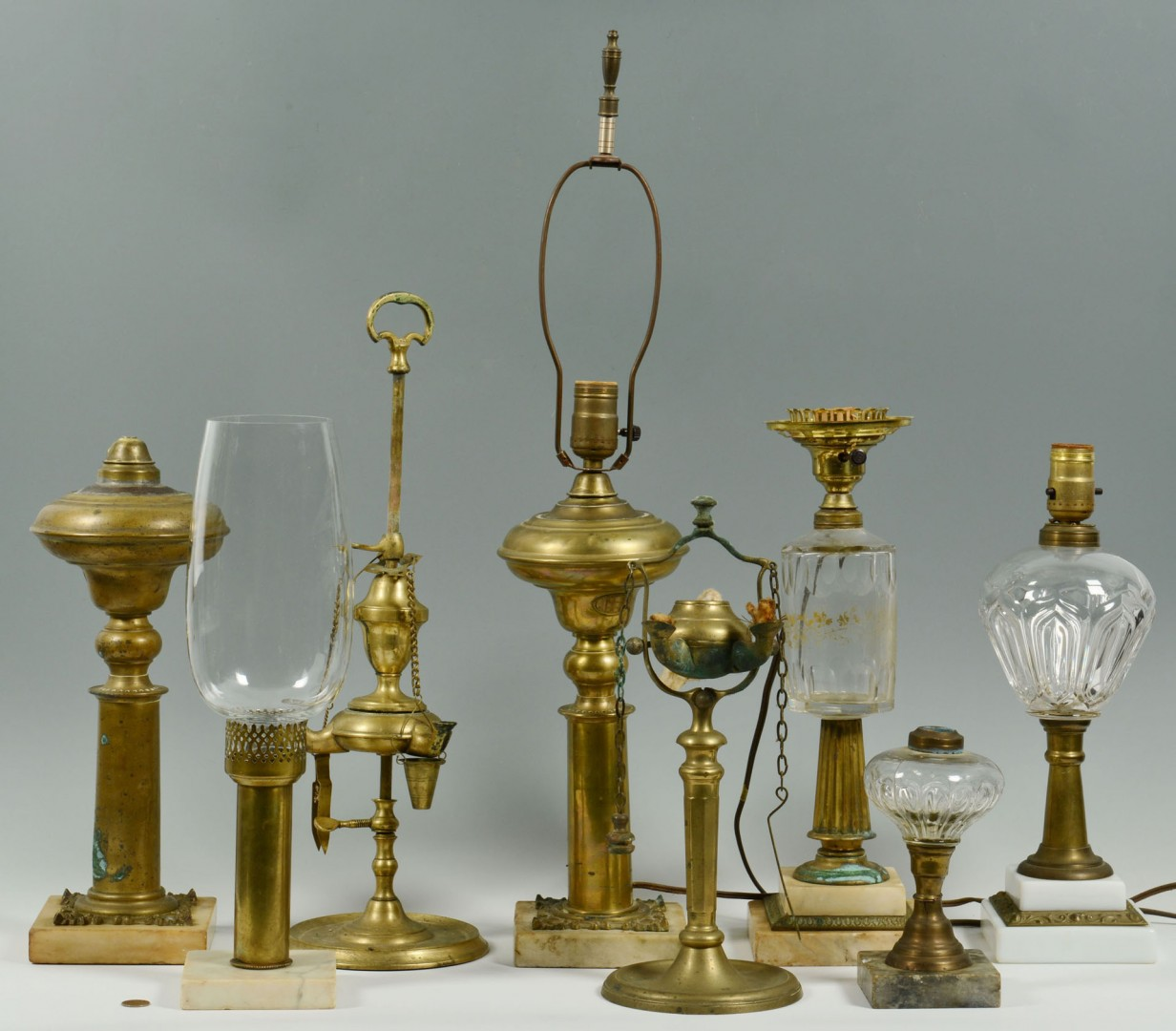 Lot 285: 8 Glass & Brass Oil Lamps, includ. Lucerne