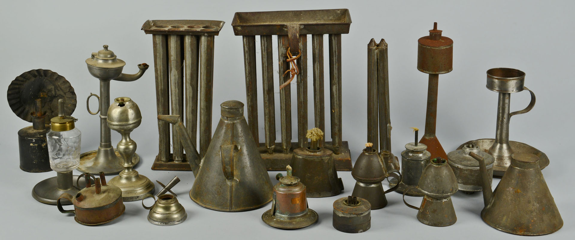 Lot 287: Large grouping of tin lighting related items