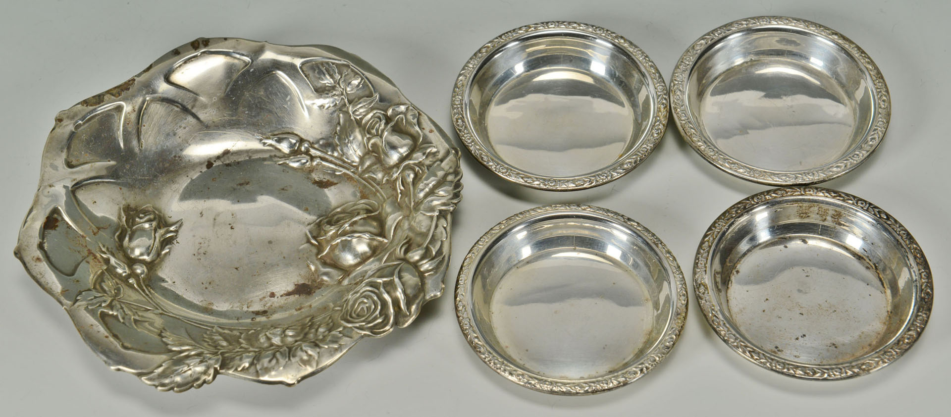 Lot 294: Sterling candy dish, juleps, napkin rings, nut dis