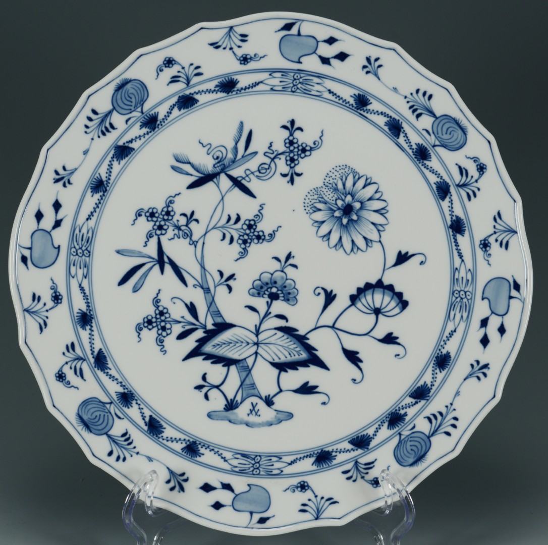 Lot 430: 3 Meissen Blue Onion Porcelain Items