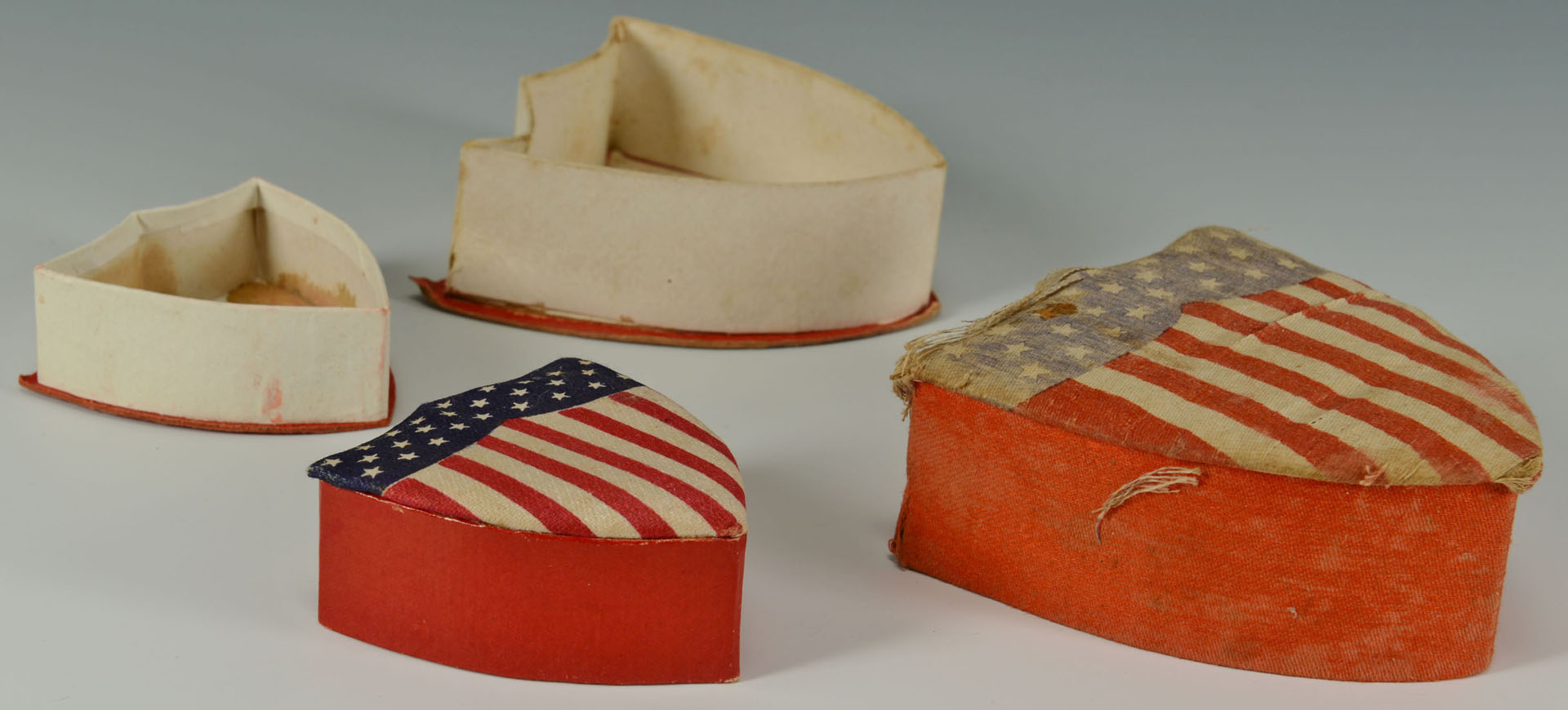 Lot 513: Halloween and Independence Day items