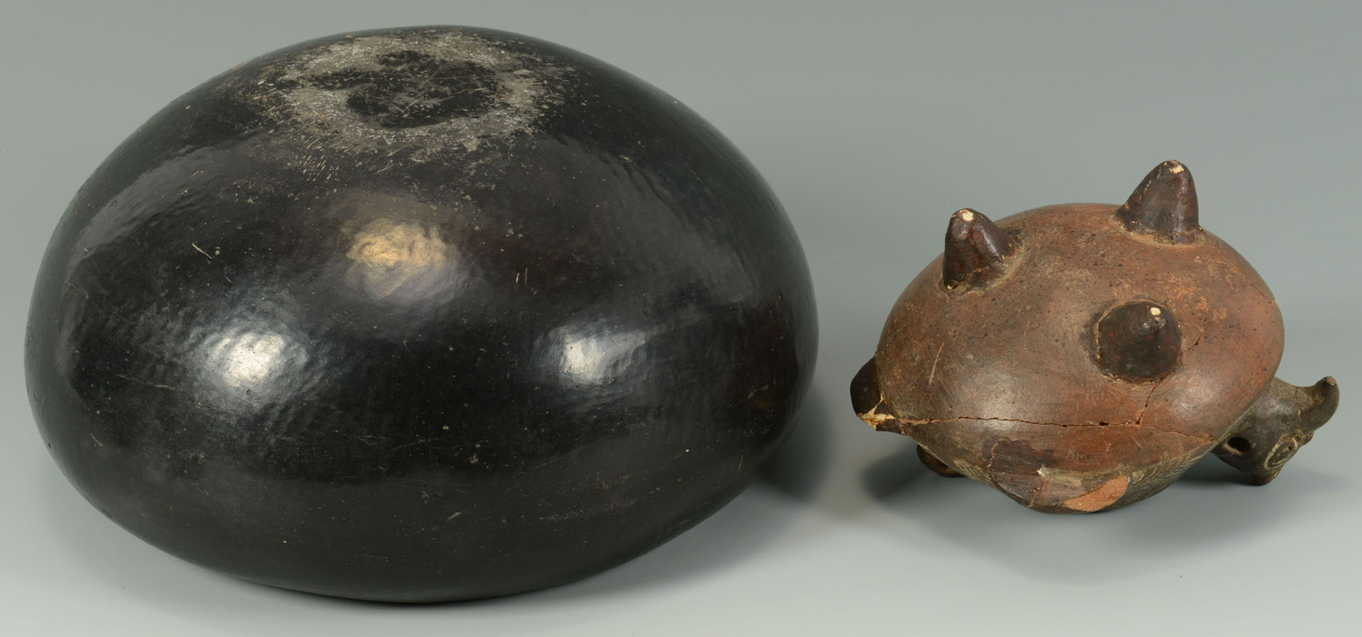 Lot 562: 5 Native American objects, incl. Blue Corn, other