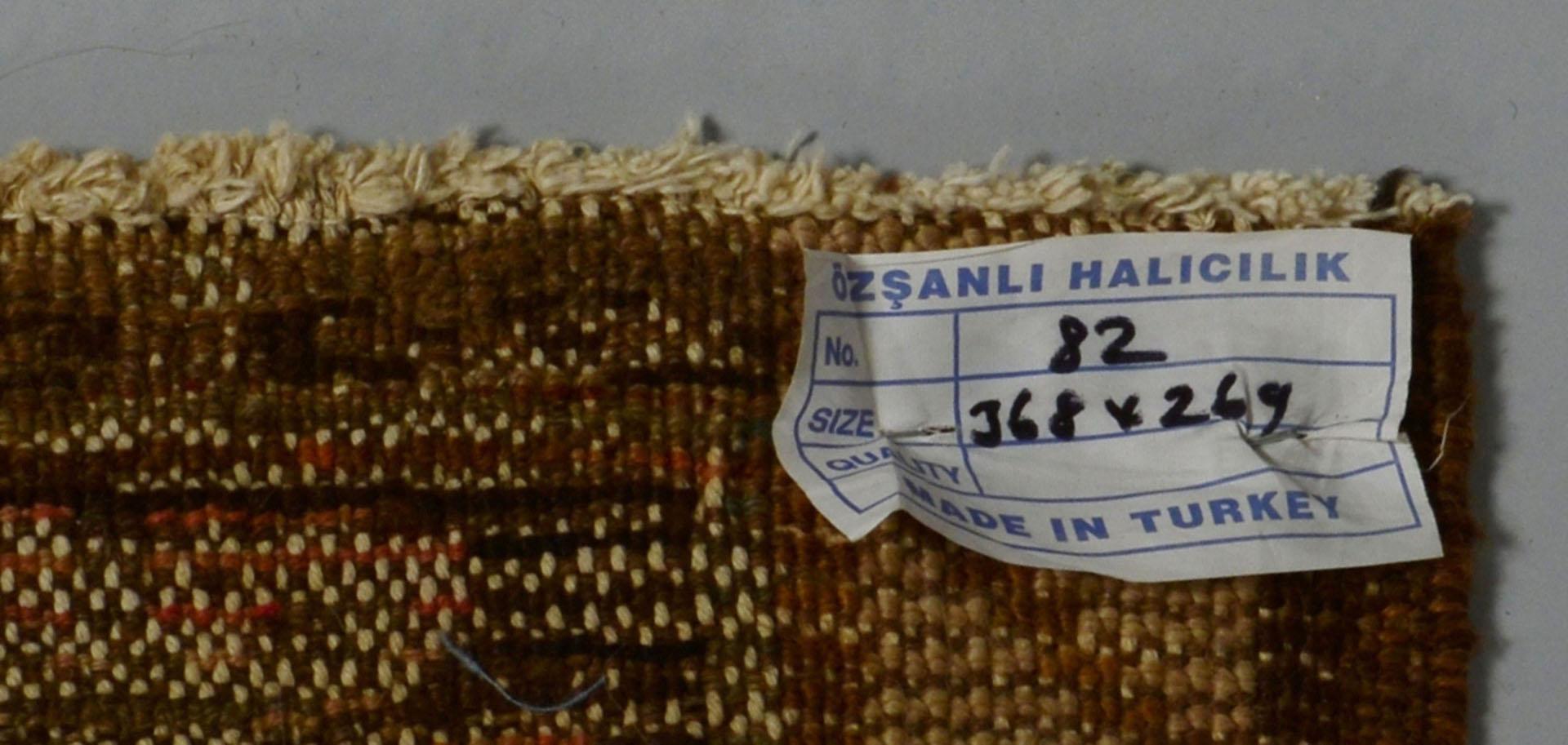 Lot 571: Turkish Van carpet, 11.7 x 8.9